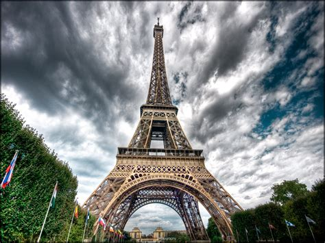the eiffel tower in paris france eiffel tower pictures