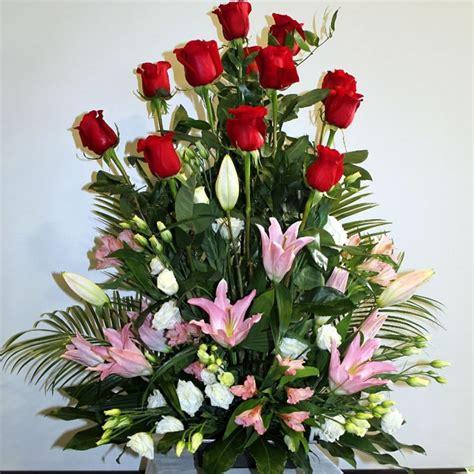 arreglo floral para podium arreglo floral rosas lilums lima delivery regalos