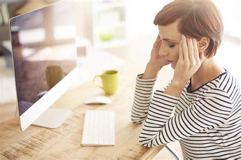 fitte testa fitte alla testa sintomi e legame con l emicrania