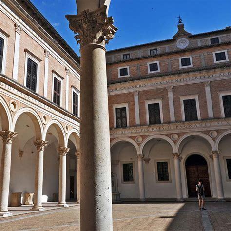cortile palazzo ducale urbino urbino il palazzo ducale marche booking urbino