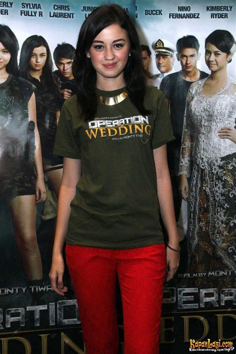 Bintang Film Operation Wedding | kimberly ryder di preskon film operation wedding