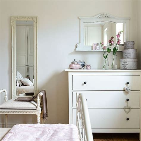 white bedroom with style mirror bedroom