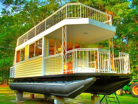 house boat to buy best 25 pontoon houseboat ideas on pinterest floating