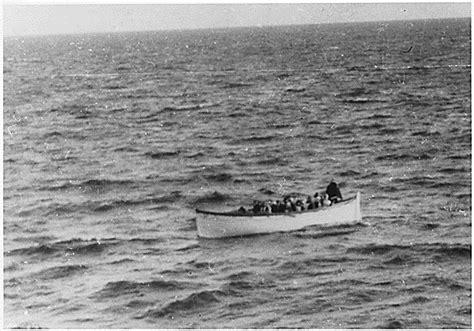 titanic boat scene pic titanic passengers in a lifeboat