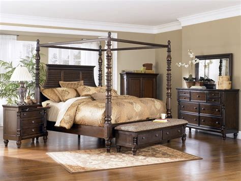 bedroom elegant  traditional style  canopy bedroom