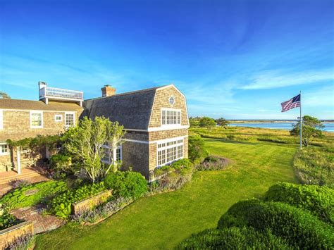 20 exles of homes with gambrel roofs photo exles 20 exles of homes with gambrel roofs photo exles