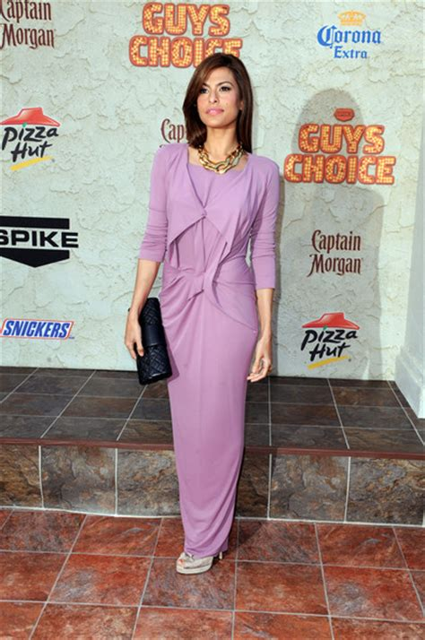 eva mendes actress eva mendes arrives at spike tvs 5th annual 2011 elenddoyl spike tv quot guys choice quot awards