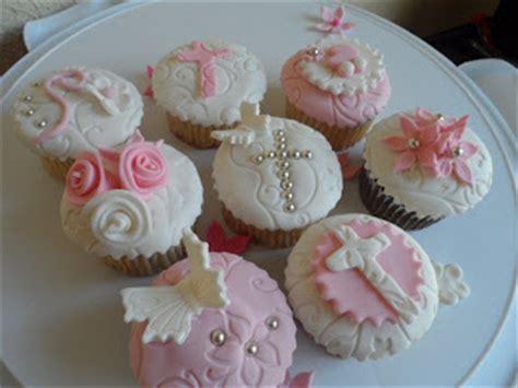 cupcakes de bautismo en pinterets decoraci 243 n de cupcakes para bautizo hechoencasa primera comunion