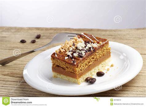 kuchen mit schokolade kuchen mit n 252 ssen und schokolade stockfotos bild 36796913