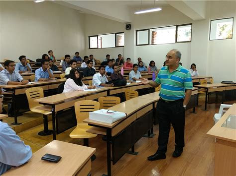 Best College For Executive Mba In Pune by Mr Jitendra Paturkar An Sibm Pune Alumnus From The