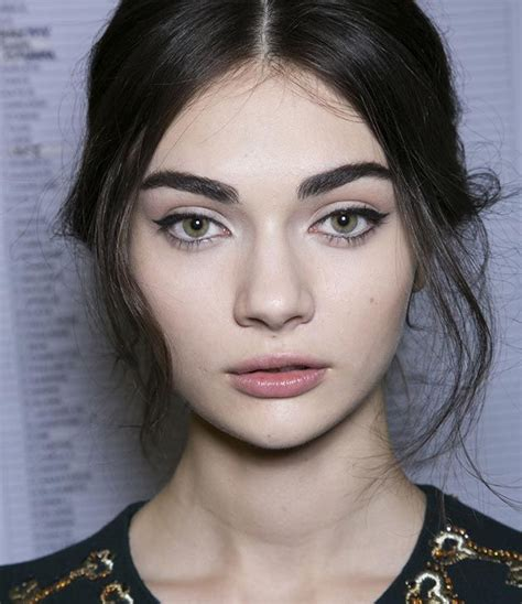models with round faces eyebrow tips for a round face shape shape eyebrows face