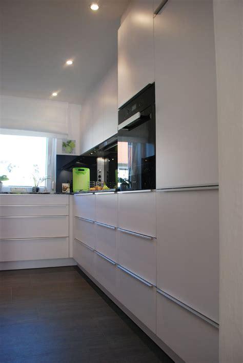 küche weiß matt grifflos k 252 che wei 223 lila