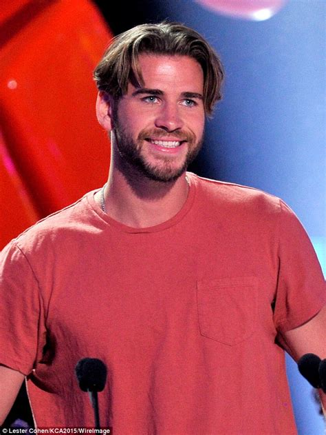 men parting hair down middle liam hemsworth debuts new haircut at the kids choice
