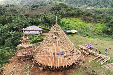 hut indonesia architects work to preserve traditional mbaru