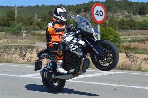 Victory Helmet Hitam by Ktm 1290 Duke Gt Spied Visordown