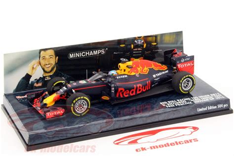 Topi Bull Racing F1 Daniel Ricciardo Original Official Merchandise ck modelcars 417160203 daniel ricciardo bull rb12 3 aero shield test russia gp f1 2016 1