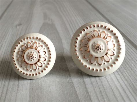 Shabby Chic Door Knobs by Shabby Chic Dresser Drawer Knobs Pulls Handles White