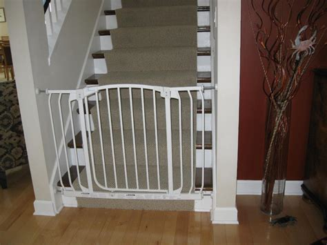 Baby Gates For Top Of Stairs With Banisters by Top Of Stair Baby Gate Banister Free Summer Retractable