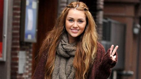 miley cyrus hair lol miley cyrus is over her short hair which look should she