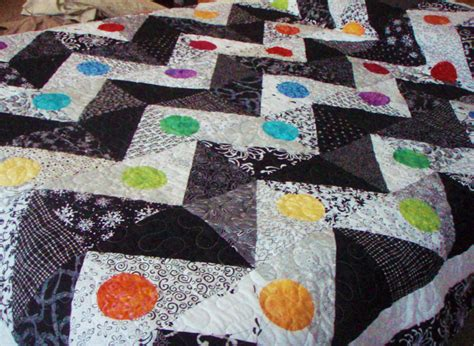 Zig Zag Quilt Pattern Queen Size | queen size quilt zigzag pattern in black and white with