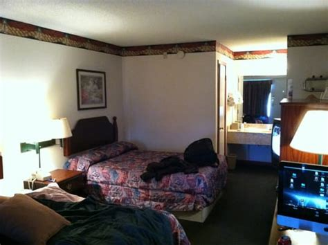 cheap motel rooms typical cheap motel room no ritz great price yelp