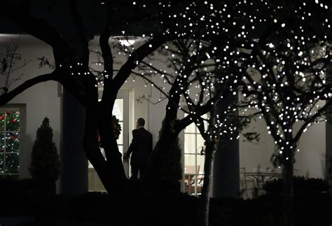 obama visits wounded at walter reed daily mail