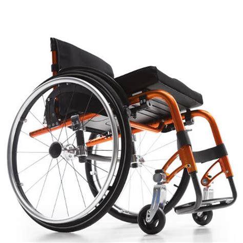 sedie a rotelle pieghevoli leggere carrozzine per disabili e anziani