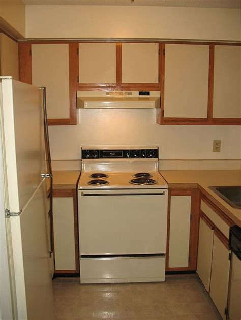 can you paint veneer kitchen cabinets 17 best ideas about paint laminate cabinets on