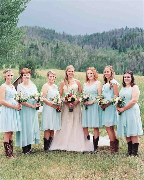 Wedding Pictures Of And Bridesmaids by Your Bridesmaid And Groomsmen Etiquette Questions Answered
