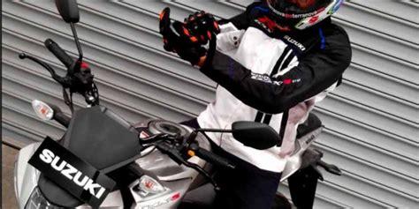 Kaos Motor Suzuki Gsx R Murah beli suzuki gsx 150 sekarang bawa pulang jaket sporty