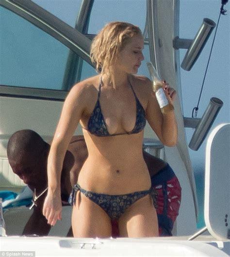 jennifer lawrence body jennifer lawrence bikini photos in the bahamas gceleb
