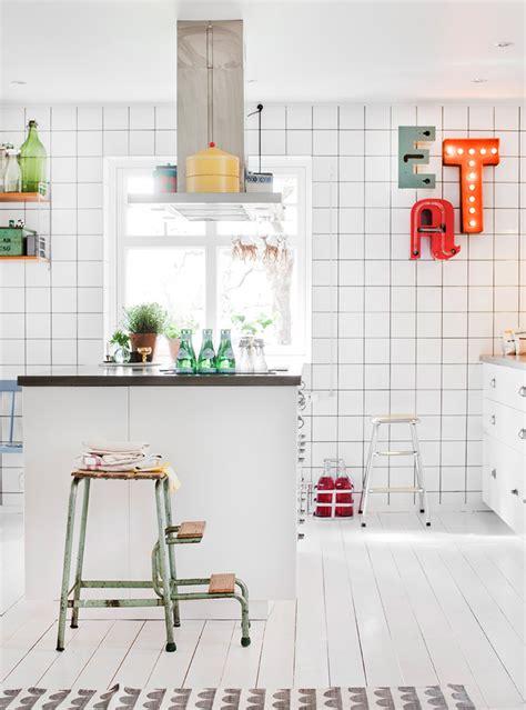 azulejo na cozinha uma linda cozinha azulejos brancos a casa que a
