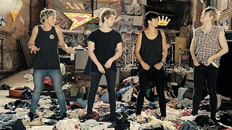 5 seconds of summer she looks so perfect youtube she looks so perfect 5 seconds of summer photo 36706834