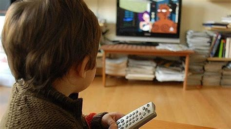 imagenes graciosas viendo television un nio viendo futurama en la televisin abcdesevilla es