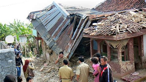 earthquake sukabumi locals flee as quake shakes java herald sun