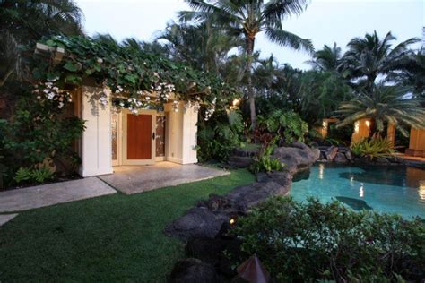 obama hawaii vacation house barack obama s hawaiian beachfront vacation getaway is unreal