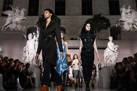 Banning Models On Worlds Largest Fashion Show 2 by Fashion Giants Agree To Ban Size 0 Models The