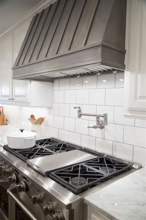 Range Hood Ideas Kitchen 25 Best Ideas About Range Hoods On Pinterest Kitchen