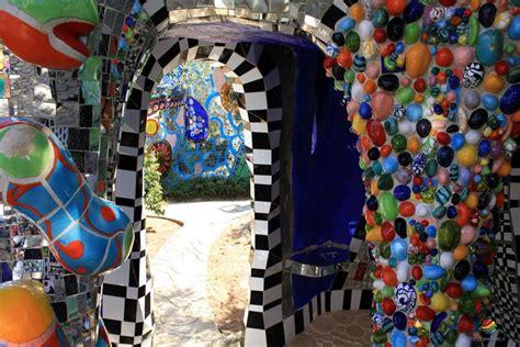 giardino dei tarocchi niki de phalle giardino dei tarocchi capalbio toscana italy travel web