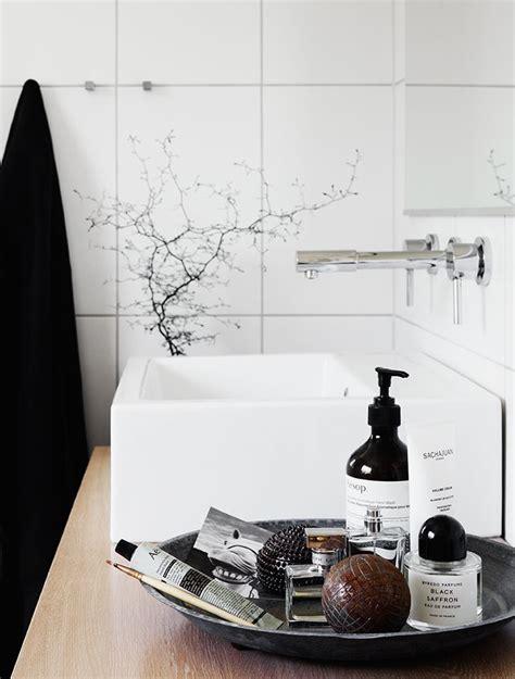bathroom styling ideas cr 232 me hydratante 224 la mandarine aesop the pretty cream