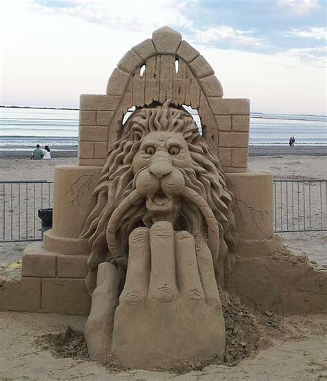 llaman a la puerta las mejores esculturas de arena ibytes