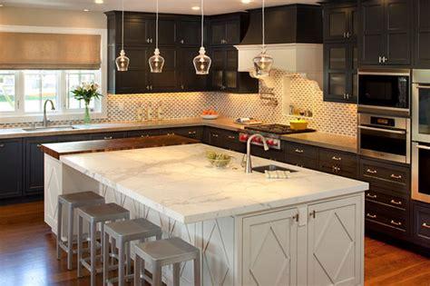kücheninsel mit beinen schwarze k 252 chenm 246 bel und ausgefallene details f 252 r ihre