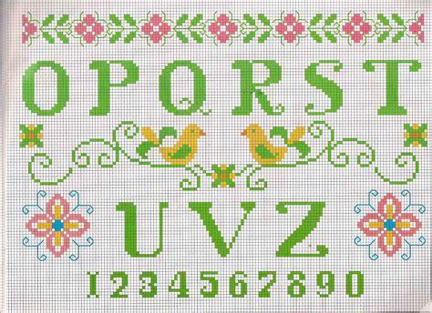 lettere di verdi alfabeto da ricamare lettere verdi e motivi floreali 2