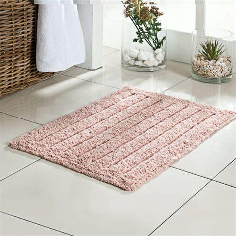 badezimmer teppich kann ihr bad v 246 llig beleben archzine net - Blumen Bade Teppich