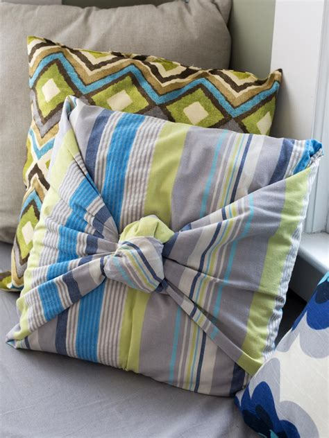 How To Make Accent Pillows by How To Make Throw Pillows Without Sewing Diy Home Decor