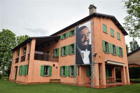 pavarotti casa modena ecco la casa museo di pavarotti corriere it
