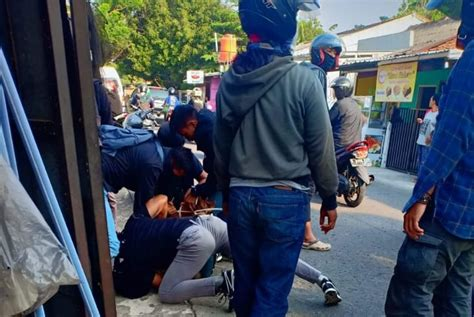 teroris  depok ditangkap   membeli makanan burung