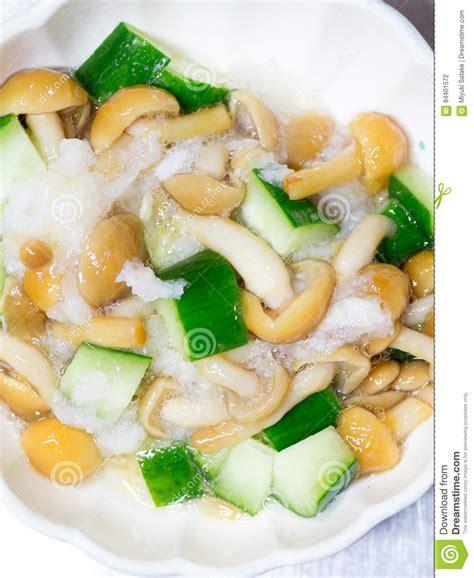 cuisine japonaise chignon gluant de nameko et salade