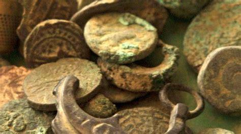 vasi etruschi vendita sequestrati 1 300 reperti archeologici il resto