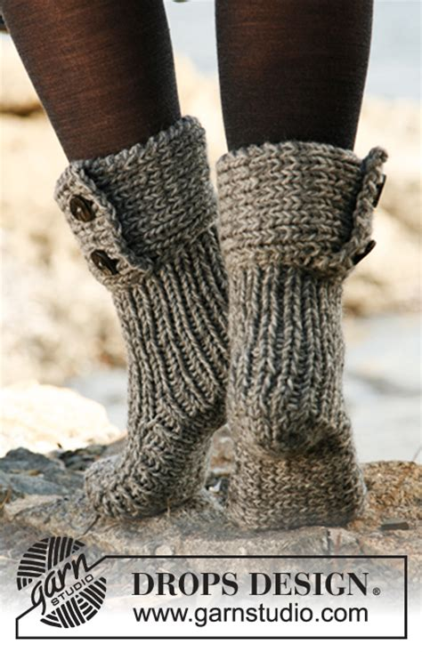 pattern for moon socks moon socks drops 134 42 free knitting patterns by